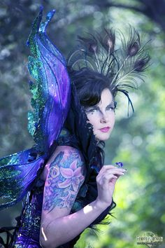 Christalyn Darkstar commissioned me to design an elaborate halloween costume inspired by the extravagant plumage of the peacock. She wanted something that would accentuate both her outgoing nature as well as her dark and mysterious side. I attached numerous peacock feathers and glittery ginkgo…