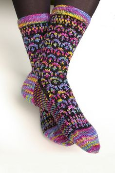 Rainbow Socks by Strickwear by Candace Eisner Strick- Candace is a wonderful knitting teacher, take a class if you ever have a chance. Knit Mittens, Crochet Slippers, Knitting Socks, Baby Knitting, Knit Socks, Crochet Baby Shoes, Knit Or Crochet, Woolen Socks, Rainbow Socks