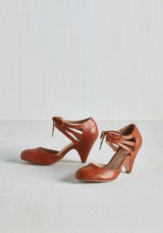 Shimmy My Way Heel in Caramel. Dance your stylish self over to your dance floor partner in these jazzy, pecan-hued mid heels by Restricted! #brown #modcloth