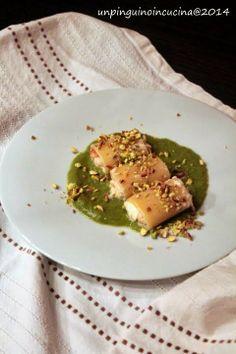 Un pinguino in cucina: Paccheri ripieni di gamberi e stracciatella su crema di asparagi - Paccheri Pasta Shells filled with Prawns and Burrata Cheese on Asparagus Cream