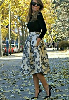 Floral Skirt/Falda Flores: FrontRowShop Full midi skirt in brocade - Jersey: Zara - Bracelet/Pulseras: BlueFish - Pumps/Zapatos: So Kate de Christian Louboutin - Anillo: Agatha - Outfit - Beauty in High Heels Work Fashion, Modest Fashion, Street Fashion, Church Fashion, Skirt Fashion, Fashion Outfits, Full Midi Skirt, Midi Skirts, Floral Skirts