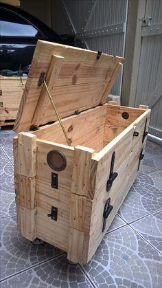 Baú feito com caixotes de munição (cunhete)