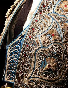 Испанская вышивка золотыми нитями