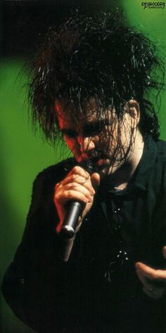Robert Smith - The Cure - mmmm