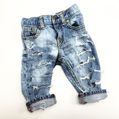 These jeans are randomly 'splattered' with bleach all over the jean. Available only in skinny/slim.All jeans run a half a size small, so, please size up.PLEASE ALLOW 3-4 WEEKS FOR THE PROCESSING OF JEANS.