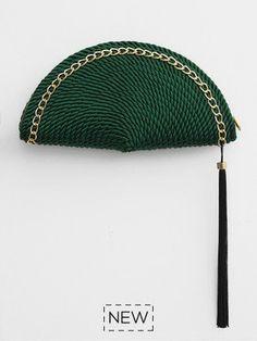 También me encanta la opción del Clutch de cordón de seda http://www.esta-de-moda.es/moda-tendencias/complementos/complementos-de-cordon-de-seda/