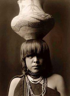 Girl-Jar-Head-photo-Edward-S-Curtis