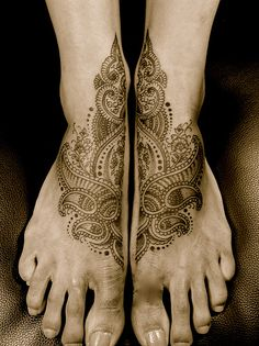 Mehndi Tattoo - I don't know if I could stand having my feet tattooed, but this is so pretty!