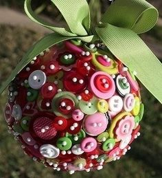 , DIY and Crafts, button christmas ornaments diy-christmas-ornaments. Recycled Christmas Decorations, Diy Christmas Ornaments, Christmas Balls, Tree Decorations, Christmas Countdown, Homemade Christmas, Beaded Ornaments, Ball Ornaments, Button Ornaments Diy