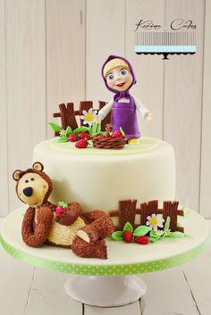 Máša a medveď - Masha and The Bear Buttercream Cake, Fondant Cakes, Masha Et Mishka, Marsha And The Bear, Little Girl Cakes, Beautiful Birthday Cakes, Bear Cakes, Birthday Diy, Sweet Desserts