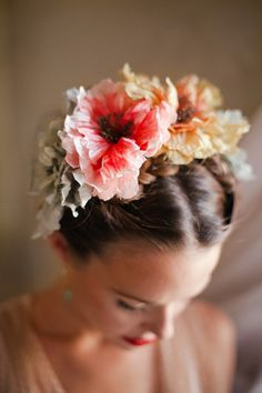 crown of peonies hair. flowers in her hair Hair! Braided Hairstyles, Wedding Hairstyles, Flower Hairstyles, Bridal Hairstyle, Corte Y Color, Floral Headpiece, Flowers In Hair, Bridal Flowers, Her Hair
