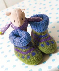 Felted baby boots / Babyschuhe mit Strickbündchen: http://de.knitsmc.com/patterns/babyschuhe-mit-strickb%C3%BCndchen