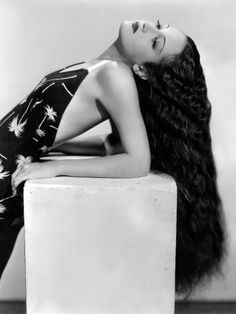 Dorothy Lamour! just look at that hair