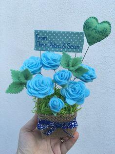 Felt Roses, Felt Flowers, Fabric Flowers, Paper Flowers, Felt Crafts, Fabric Crafts, Diy And Crafts, Paper Crafts, Fake Flowers Decor