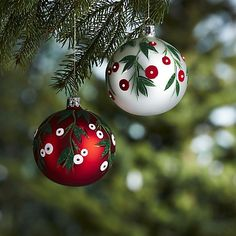 Mistletoe berries nestle among deep green, glittering leaves, providing elegant foliage on matte glass ball ornaments. Each ornament is painted and decorated by hand by the highly skilled artisans of Germany's Christborn company, founded in 1949.