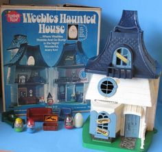 In Hasbro/Romper Room introduced the world to a classic toy of the disco-decade: The Weebles. toys 45 Years Later: Weebles Wobble but They Don't Fall Down - Flashbak 1970s Childhood, Childhood Toys, Childhood Memories, Sweet Memories, Vintage Games, Vintage Dolls, Vintage Halloween, Happy Halloween, Halloween Prop