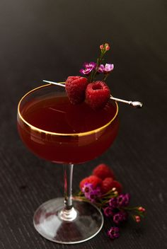 Make this Valentine's Day cocktail to really put you in the mood! This Damiana tea and sake cocktail is a divine Valentine aphrodisiac! Cocktails For Two, Valentine's Day Drinks, Vodka Cocktails, Refreshing Cocktails, Yummy Drinks, Italian Cocktails, Sweet Cocktails, Craft Cocktails, Beverages