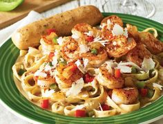APPLEBEES CAJUN SHRIMP PASTA!!! SERVES 4 2 tablespoons olive oil 1/2 onion, chopped 1/2 teaspoon thyme 1/2 teaspoon cayenne pepper 1/2 teaspoon black pepper 1/2 teaspoon basil 1 tablespoon chopped garlic 1 tablespoon Worcestershire sauce 1/2 teaspoon Tabasco sauce 2 cups diced peeled and seeded tomatoes 2 tablespoons sugar 1/2 cup green onions, chopped 3 cups chicken or shrimp stock 1 pound vermicelli pasta or linguine 1 pound fresh shrimp, peeled and deveined (can substitute chicken) 1/2…