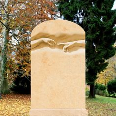 Einzigartiger Grabstein mit Hand Motiv Michelangelo • Qualität & Service direkt vom Bildhauer • Jetzt Grabstein online kaufen bei ▷ Serafinum.de