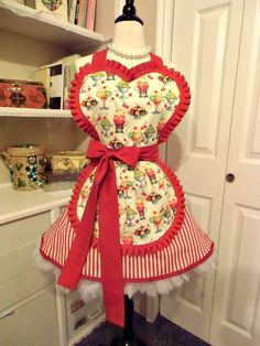 1950s Sundae Shoppe Pin Up Girl apron by Mimi's needle and Thread