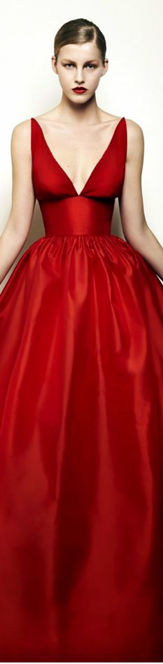 The glamour of red Red Fashion, Red Carpet Fashion, Fashion Week, Couture Fashion, Beautiful Gowns, Beautiful Outfits, Celebridades Fashion, How To Have Style, Mode Glamour
