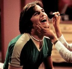 wallpaper Michael Kelso, That Show - TV Characters Who Got Dumber Over Time - Photos Kelso That 70s Show, Fez That 70s Show, That 70s Show Memes, Jackie That 70s Show, Ravenclaw, Michael Kelso, Thats 70 Show, Maxon Schreave, 70s Aesthetic