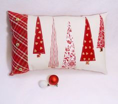 Lovelly Red Christmas Pillow Design Ideas For Your Holiday Mood 24 Christmas Cushions, Christmas Pillow Covers, Christmas Sewing Projects, Christmas Crafts, Handmade Christmas, Christmas Ideas, Sewing Pillows, Red Christmas, Christmas Tables