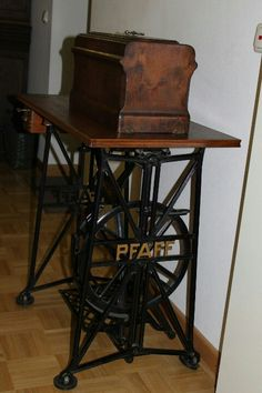 Would LOVE to have this! & Antique Pfaff Sewing Machine. These are wonderful to sew on. So ...