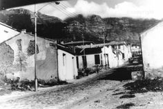 Fishermen's houses in the 'Dry Dock' area of District Six ( before destruction ) -  AMO - Preview Cities In Africa, Most Beautiful Cities, Historical Pictures, Afrikaans, Destruction, Cape Town, Farms, Vintage Photos, South Africa