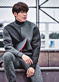 With CF deals with Merrell, Giordano, SIEG FAHRENHEIT, and SIEG, Kim Woo Bin probably has enough clothes in his closet that he doesn't have to repeat an outfit throughout the entire fall and …