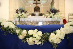 royal blue wedding style altar flower decoration | francisflowers.it