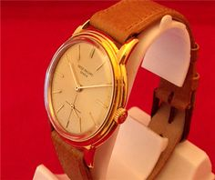 A gents 18ct yellow gold Patek Philippe 'Calatrava' (Ref 3433) wristwatch from the 1950's.
