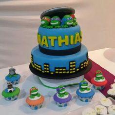 Tortugas Ninjas!  Cumple de Mathias Ninja Turtle Party, Teenage Mutant Ninja Turtles, Birthday Cake, Ali, Desserts, Food, Parties Kids, Ninja Turtles, Tailgate Desserts