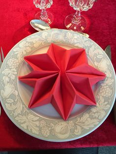Fold en serviet som en stjerne