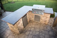 Ways To Choose New Cooking Area Countertops When Kitchen Renovation – Outdoor Kitchen Designs Outdoor Kitchen Countertops, Outdoor Kitchen Bars, Outdoor Kitchen Design, Concrete Countertops, Granite, Outdoor Kitchens, Backyard Kitchen, Outdoor Cooking, Outdoor Entertaining
