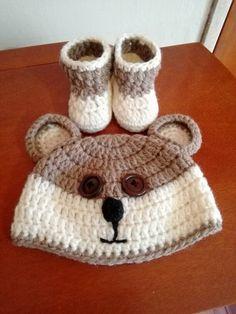 Gorro de oso mielero con sus botitas tejido a Crochet