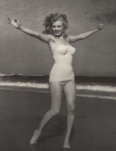 Marilyn Monroe - (Andre de Dienes)