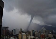 Tornado que destrullo una parte de la ciudad de caracas el 4 de Septiembre del 2010