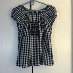 Gingham Top Cute blue gingham top with front detail. Cinched sleeves for a flirty fit. H&M Tops
