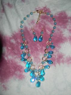 STUNNING and BRAND NEW Bright Blue Necklace/Ear-ring SET~