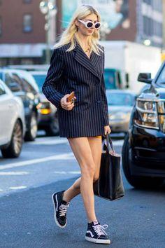 Chaussures / shoes / Vans avec une veste d'homme (et rien d'autre)