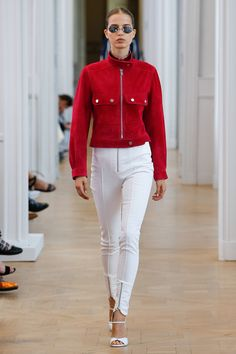 See the complete Courrèges Spring 2017 Ready-to-Wear collection.