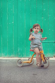 Baby girl on tricycle vintage style . Mouse tails summer outfit for MeMini Great Photos, Baby Photos, Bicycle Workout, Vintage Fashion, Vintage Style, Tricycle, Motorcycle Dealers, Children, Kids