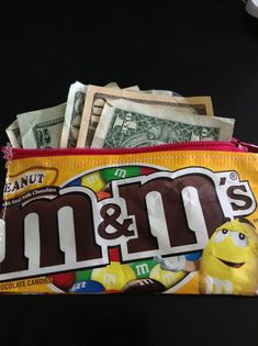 How to Make a Candy Wallet Great idea! Kyle Busch fans will love this! Candy Wrapper Purse, Candy Wrappers, Candy Bags, Sewing Crafts, Sewing Projects, Diy Crafts, Sewing Ideas, Diy Projects, Plastic Bag Crafts