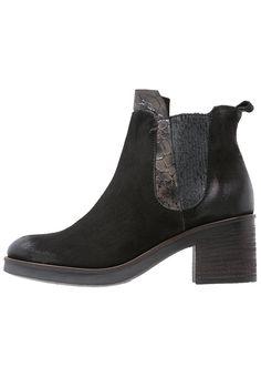 MJUS Korte laarzen nero/pepe, 129.95, http://kledingwinkel.nl/shop/dames/mjus-korte-laarzen-neropepe/ Meer info via http://kledingwinkel.nl/shop/dames/mjus-korte-laarzen-neropepe/