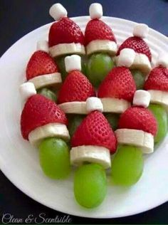Christmas Snacks Lots of fun Christmas breakfast ideas that your kids will love! Grinch fruit kabobs and lots of other ideas.Lots of fun Christmas breakfast ideas that your kids will love! Grinch fruit kabobs and lots of other ideas. Healthy Christmas Recipes, Christmas Snacks, Xmas Food, Christmas Brunch, Christmas Appetizers, Christmas Breakfast, Christmas Cooking, Breakfast For Kids, Holiday Treats