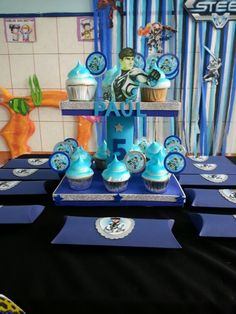 Stand cupcakes Max Steel
