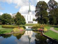 Click to download this wallpaper image of the London England Mormon Temple