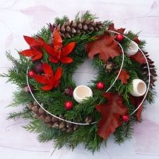 Christmas Centerpieces, Christmas Decorations, Holiday Decor, Diy Wreath, Advent, Flower Arrangements, Christmas Wreaths, Flowers, Crafts
