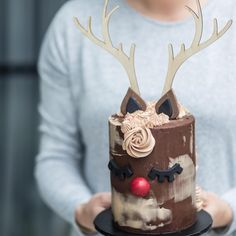 Visit the post for more. Cake Decorating Tips, Cookie Decorating, Christmas 2017, Christmas Time, Cake Design, Christmas Decorations, Christmas Ornaments, Love Cake, Holiday Treats